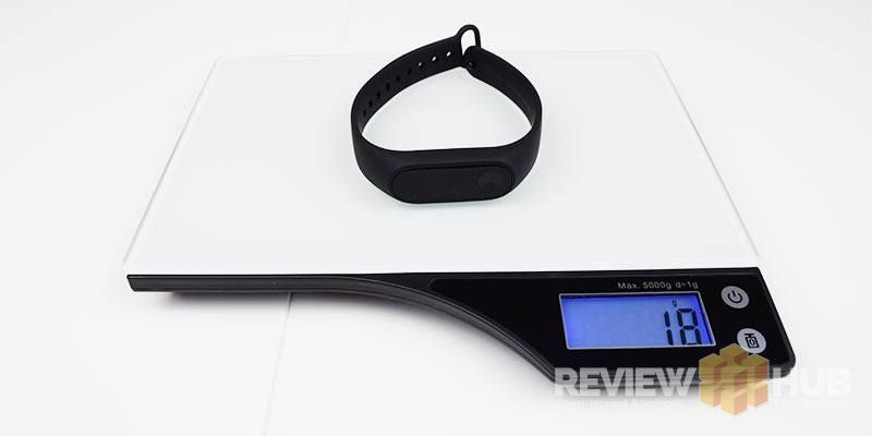 Xiaomi-Mi-Band-2-on-weighing-scales