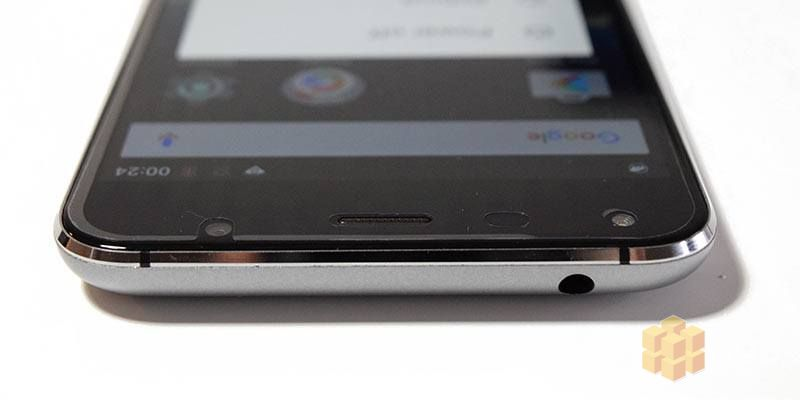 UMi Touch Smartphone front camera and headphone jack