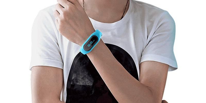 Cubot-V1-Smart-Band-on-wrist