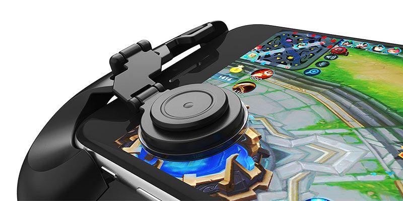 GameSir F1 playing MOBA Game